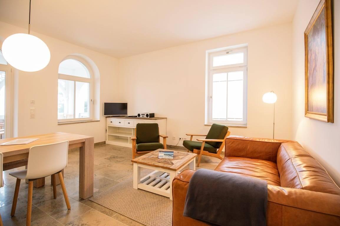 Ruegen-Binz-Ferienwohnungen-SB005-02-Wohnzimmer-1_exklusiv